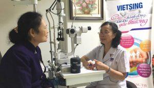 Bệnh nhân được khám, tư vấn tận tình trước khi thực hiện phẫu thuật